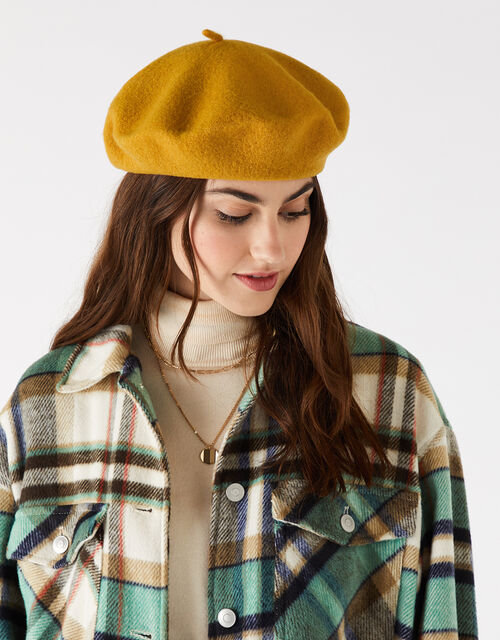 Beret Hat in Pure Wool, Yellow (OCHRE), large